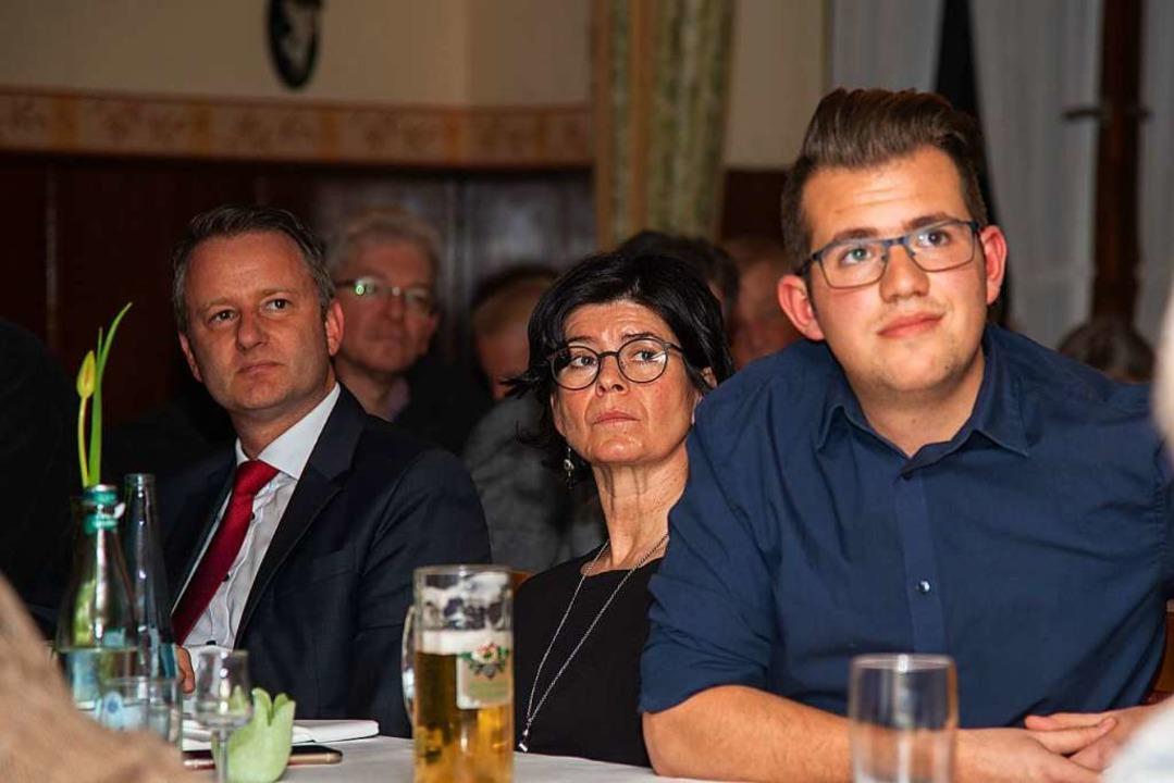 Aufmerksame Zuhörer: Bürgermeister Pas...vorsitzende Pavlos Wacker (von links).  | Foto: Olaf Michel