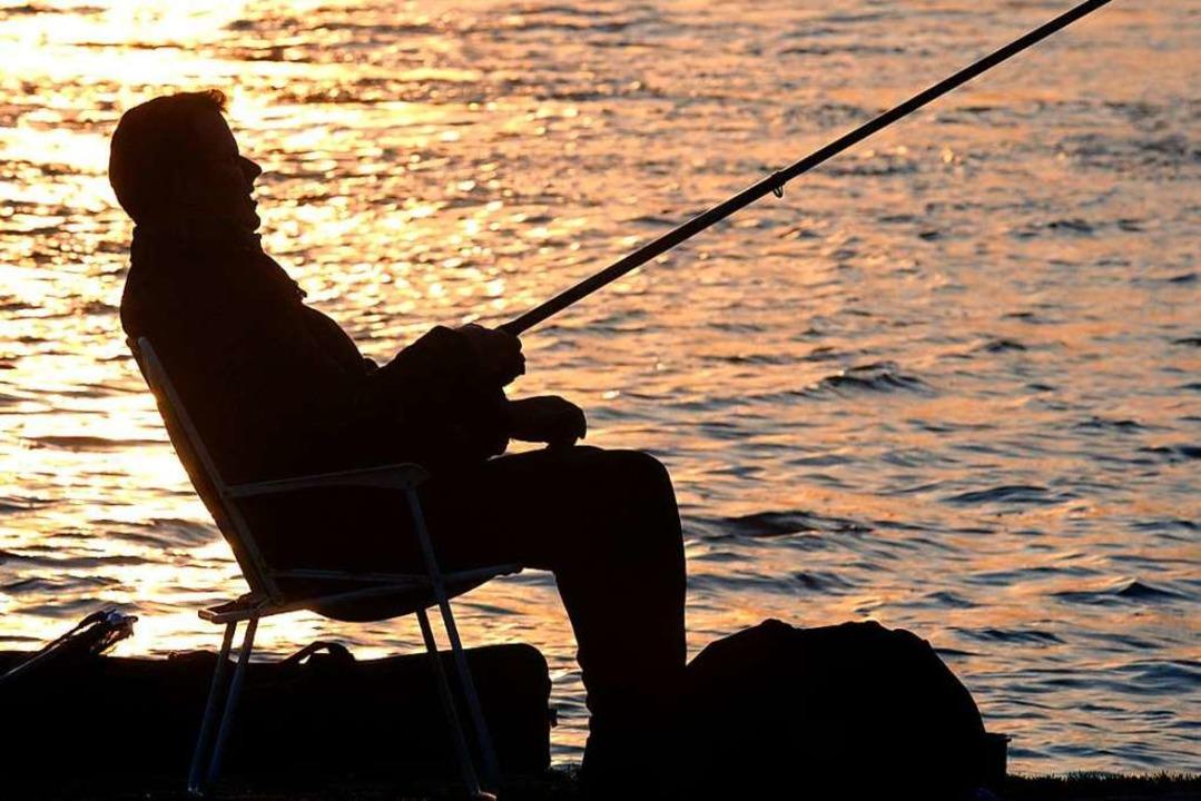 Am See sitzen und angeln – das h... stärker ansprechen will (Symbolbild).  | Foto: Horst Ossinger