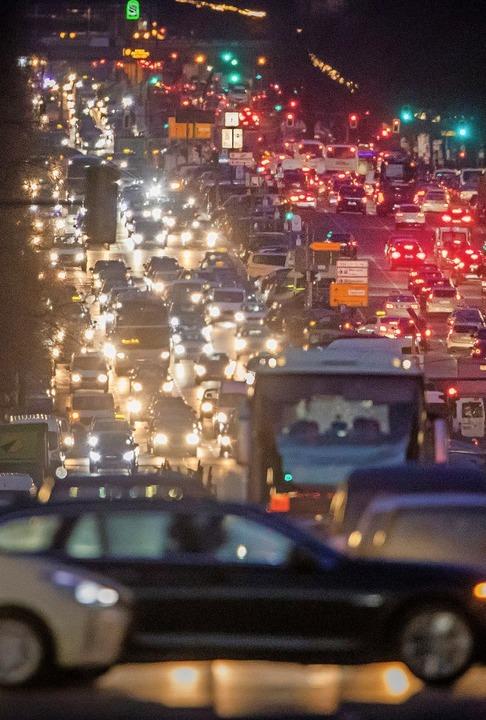 Die Lichter der Stadt – sie werd...ehen, meinen Verkehrswissenschaftler.     Foto: Michael Kappeler