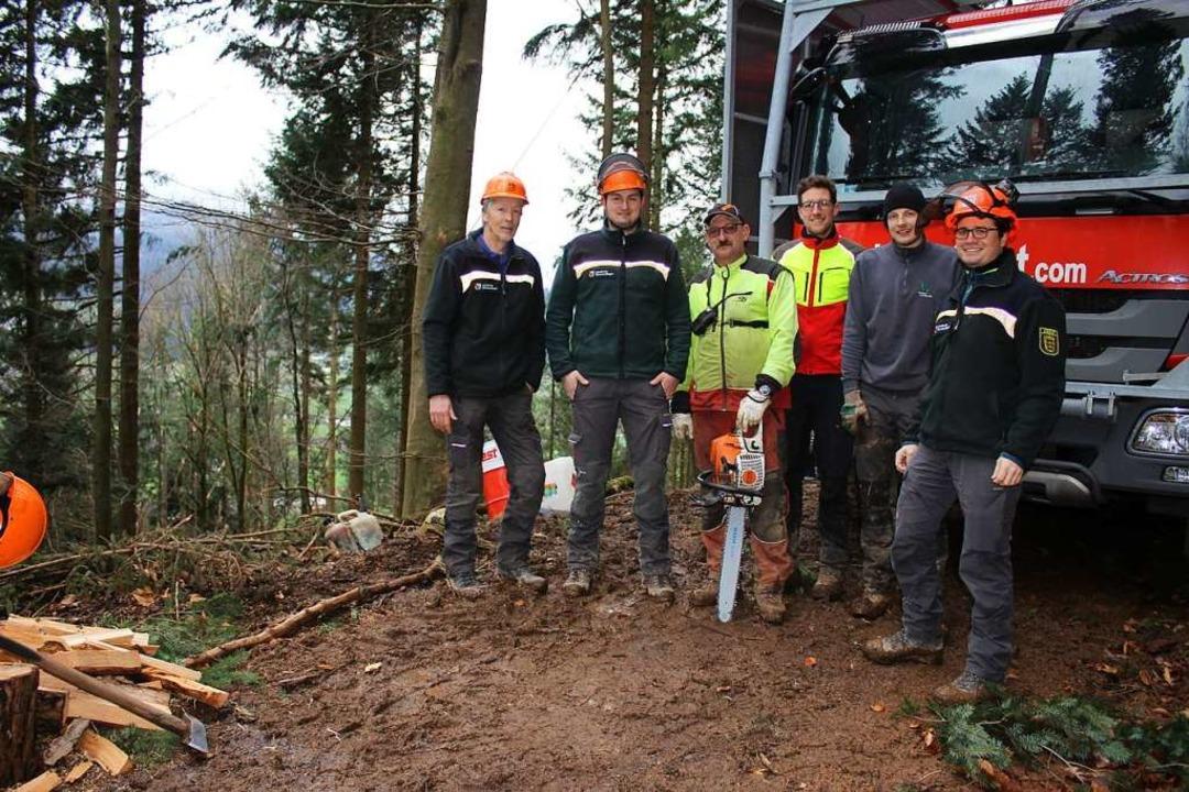 Revierleiter Ulrich Volk, Forstingenie...direktor Frieder Hepperle (von links).  | Foto: Karin Heiß