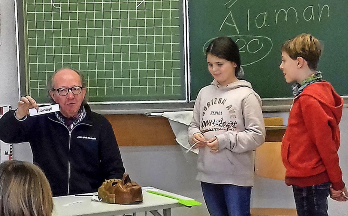 Jürgen Hack übte mit den Denzlinger Kindern Alemannisch.   | Foto: Privat
