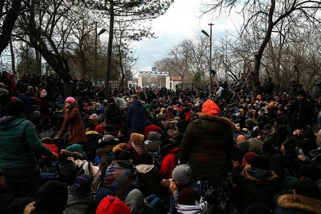 Tausende Migranten belagern die griechische Grenze