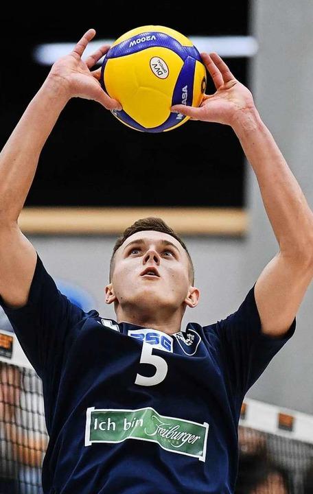 Zog wieder mal erfolgreich die Fäden i... der polnische Zuspieler Maciej Madej.  | Foto: Patrick Seeger