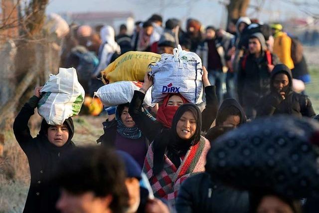 Türkei lässt tausende Flüchtlinge durch – Griechenland verstärkt Grenzschutz