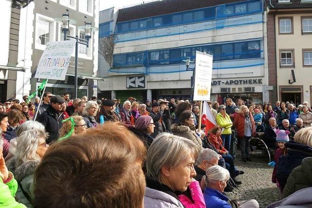 Rund 400 Menschen bei der Demo gegen Rechts in Emmendingen