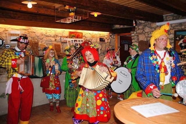 Ausgelassene Party rund um den Altweiler Lindenplatz