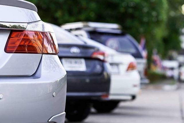 Opel-Fahrer fährt nach Parkplatzrempler in Bad Krozingen einfach weg