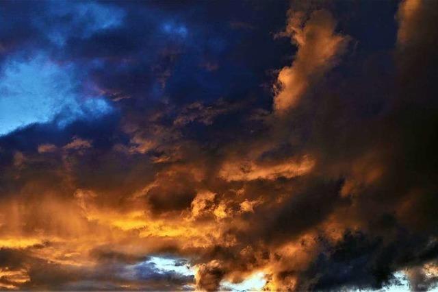 Die Wolken über dem Batzenberg sehen aus wie ein Gemälde
