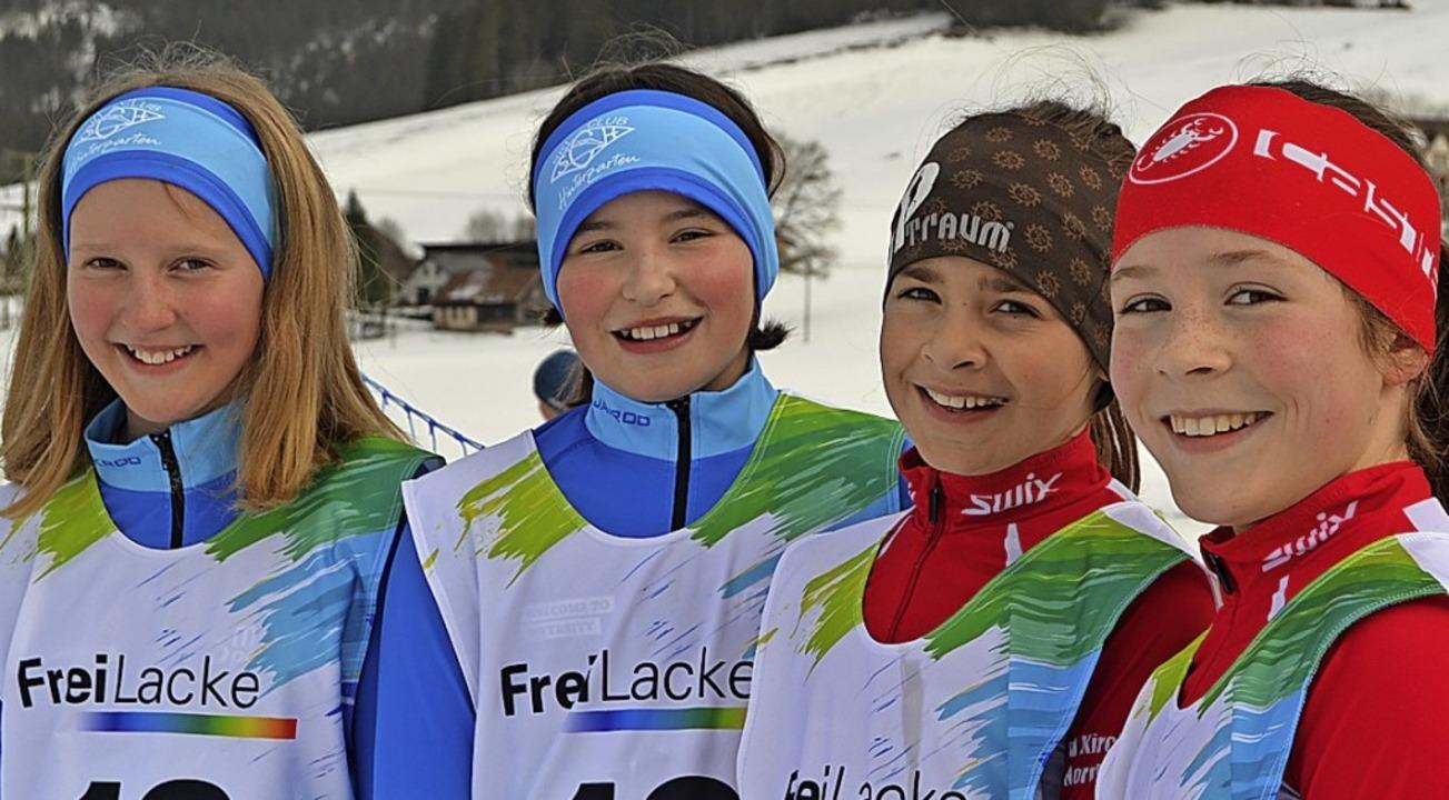 Stolze Mädels: (von links) Emilia Jaco...er gewannen den Zweiersprint der U-11.  | Foto: Helmut Junkel