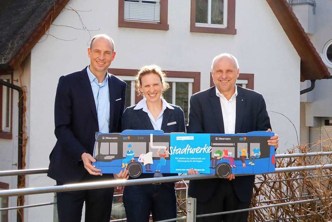 Stadtwerke-Geschäftsführer Björn Miche...ie neue Anbindung des Stadtbusses vor.    Foto: Sylvia-Karina Jahn