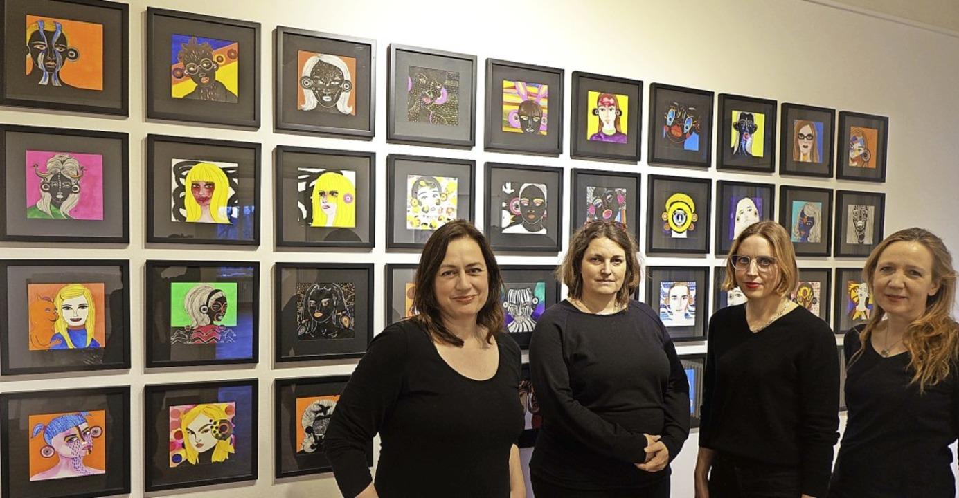 Die vier Künstlerinnen Niki Elbe, Juli...uenporträts  in der  Villa Berberich.   | Foto: Roswitha Frey