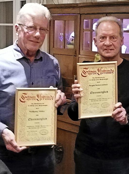 Für 40 Jahre Vereinstreue geehrt: Wolf...ler (links) und Jürgen Steinwendtner.   | Foto: Wolf Giebel