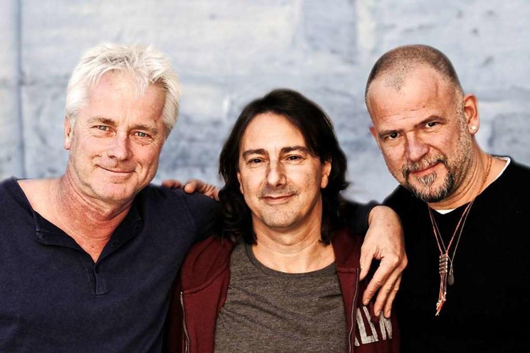Werner Schmidbauer, Pippo Pollina und ... (von links) treten in Denzlingen auf.  | Foto: Till Jenninger