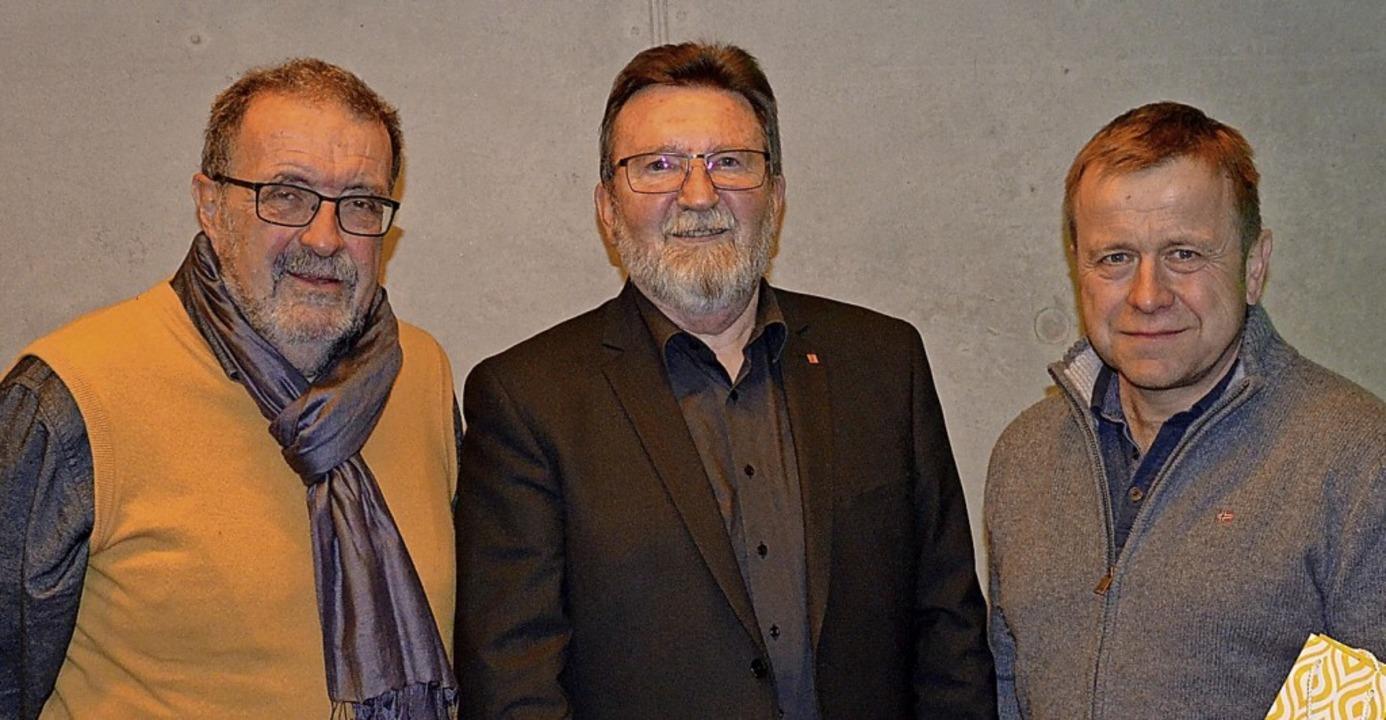 Vorsitzender Roland Hirsch (Mitte), be...l für ihre 40-jährige Mitgliedschaft.     Foto: Alfred Arbandt
