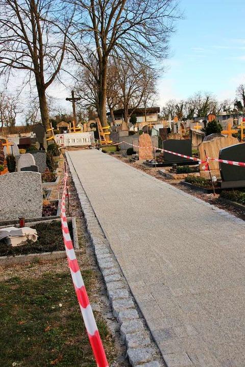Die Friedhofsumgestaltung läuft bereits, auch sie kostet Geld.  | Foto: Mario Schöneberg