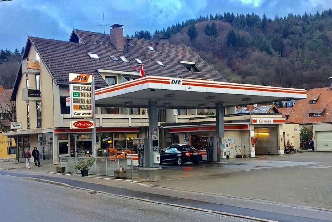 Bis Ende 2019 war die Tankstelle noch in Betrieb.  | Foto: Fritz Steger