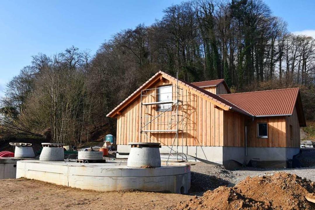 Das Wasserwerk im Bollschweiler Kuckucksbad könnte im Herbst fertig werden.  | Foto: Jannik Jürgens