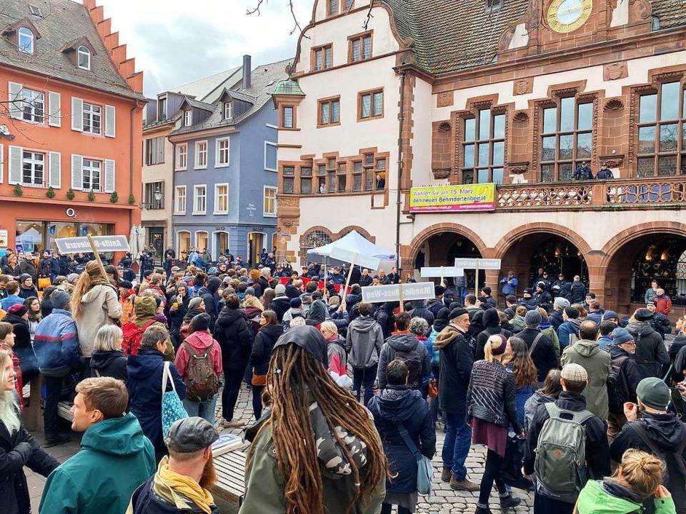 Der Auslöser der Demonstration am Dien...nfostand der AfD auf dem Rathausplatz.  | Foto: Anika Maldacker