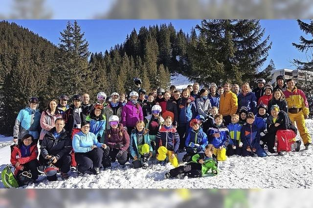 51 Skifahrer haben viel Spaß auf der Piste