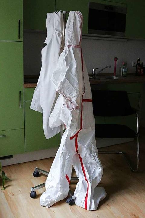 Ärzte brauchen solche Schutzanzüge, um...ie sind aber fast überall ausverkauft.  | Foto: Joshua Kocher