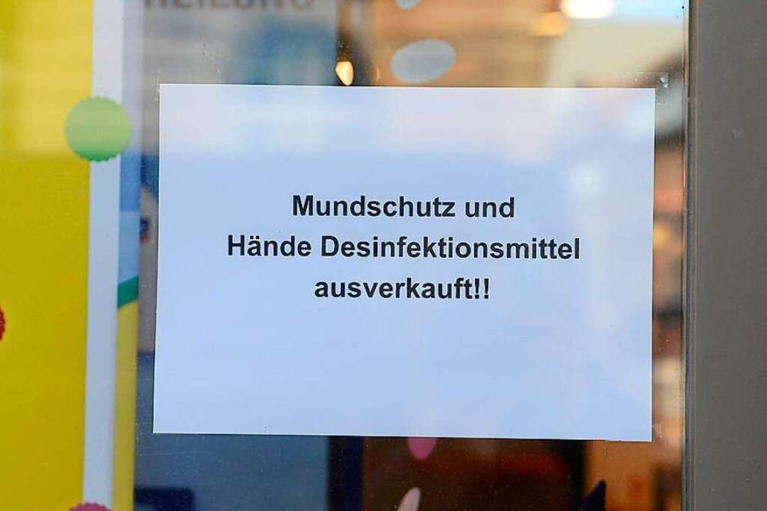 Ein solcher Aushang findet sich an vielen Freiburger Apotheken.    Foto: Ingo Schneider
