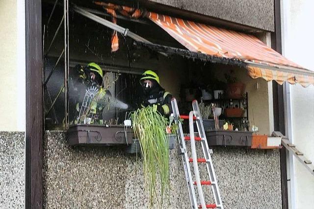 Balkonbrand in Mehrfamilienhaus in Steinenstadt