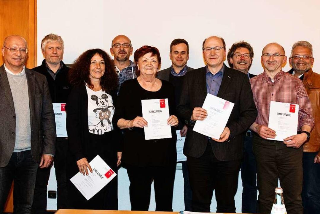 Dieter Perin (links), Uwe Klos (rechts...tgliedsbetriebe für langjährige Treue.  | Foto: Gabriele Zahn