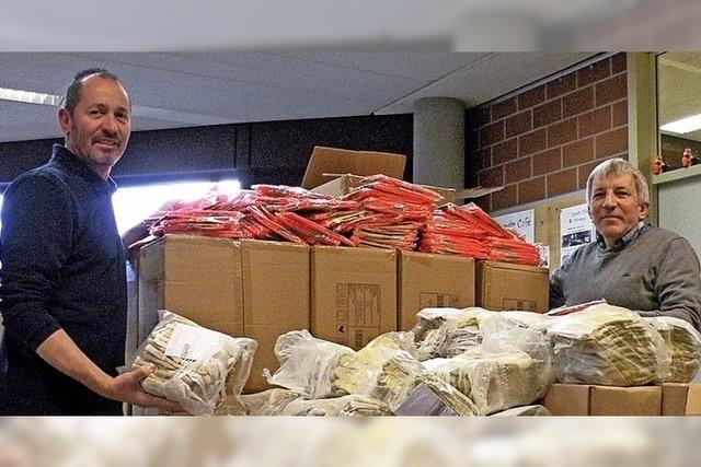 15 000 Paar Handschuhe und Warnwesten