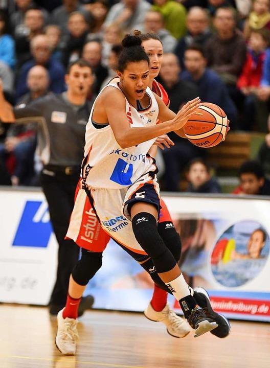 Energisch: Satou Sabally – vor i...eutsche Basketballerinnen in der WNBA.  | Foto: Achim Keller