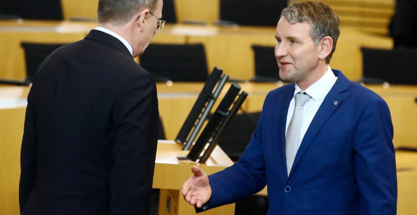 Der verweigerte Handschlag nach dem Vo...inks) und AfD-Rechtsaußen Björn Höcke.  | Foto: Bodo Schackow (dpa)