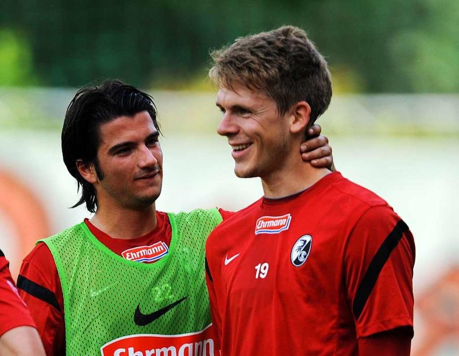 Blick zurück (r.): Daniel Batz im Juni...s SC Freiburg. Links: Marco Terrazzino  | Foto: Patrick Seeger