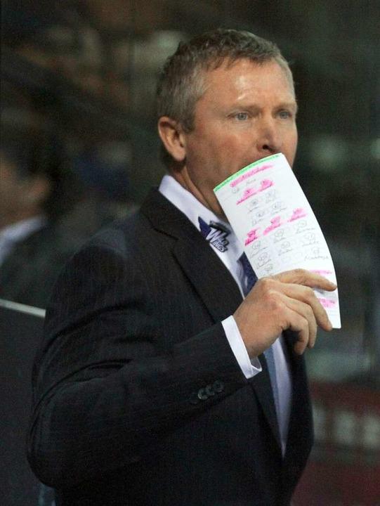Schwenningens Trainer Niklas Sundblad geriet mit Berlins Coach aneinander.  | Foto: Dieter Reinhardt