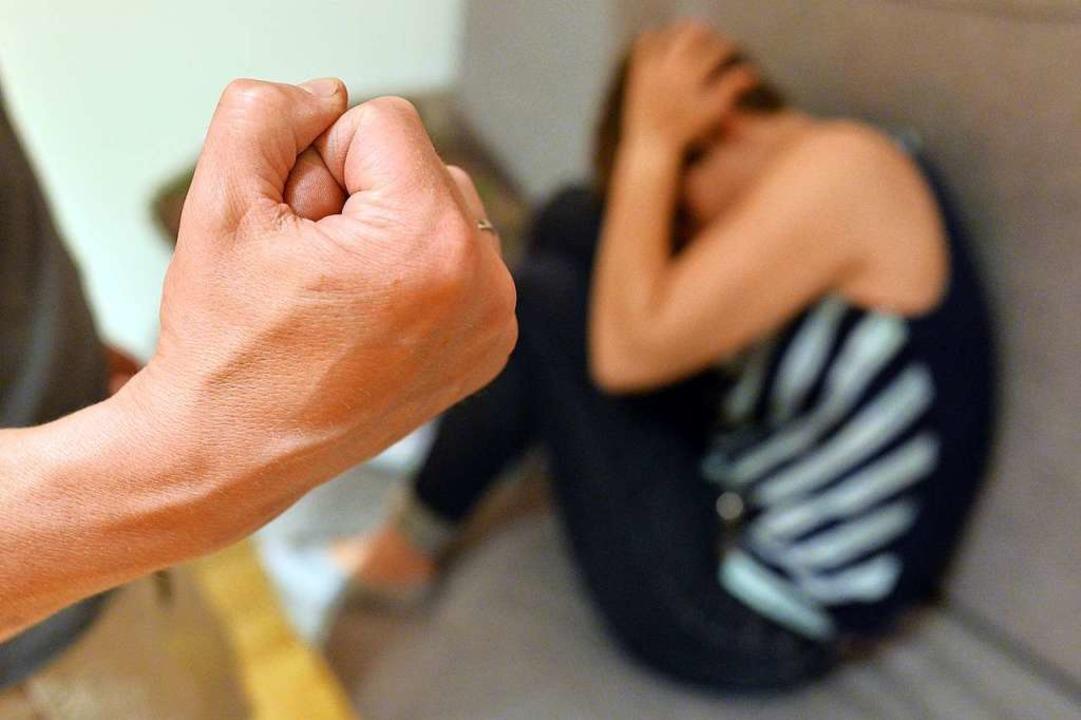 Laut Polizei sind rund 85 Prozent aller überführten Gewalttäter männlich.    Foto: Maurizio Gambarini
