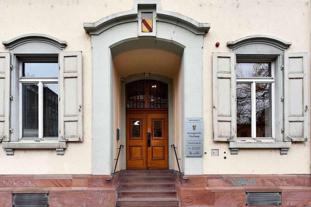 Vor dem Jugendschöffengericht des Amts...der Scheunenbrandserie in Herbolzheim.  | Foto: Thomas Kunz