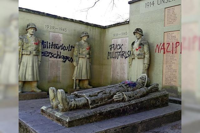 Kriegerdenkmal in Kollnau mit Parolen verunstaltet