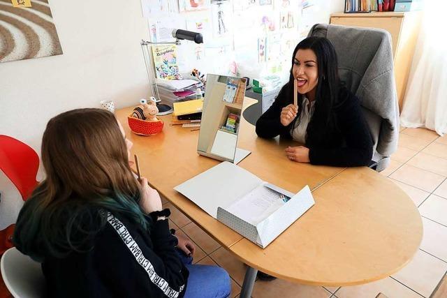 Eine Logopädin lehrt in Friesenheim den richtigen Zungenschlag