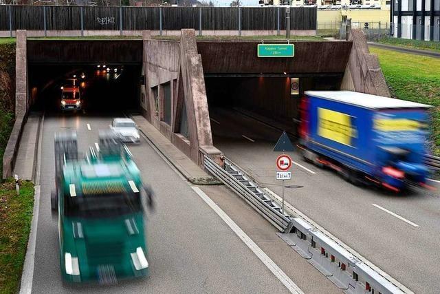 Polizei stoppt Geisterfahrer mit seinem Lkw im Kappler Tunnel in Freiburg