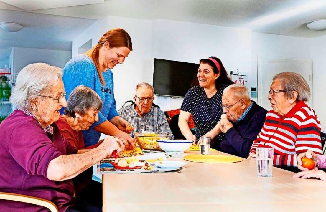 Gekocht wird gemeinsam – und auf...ommt, worauf die Senioren Lust haben.   | Foto: Horst Haas