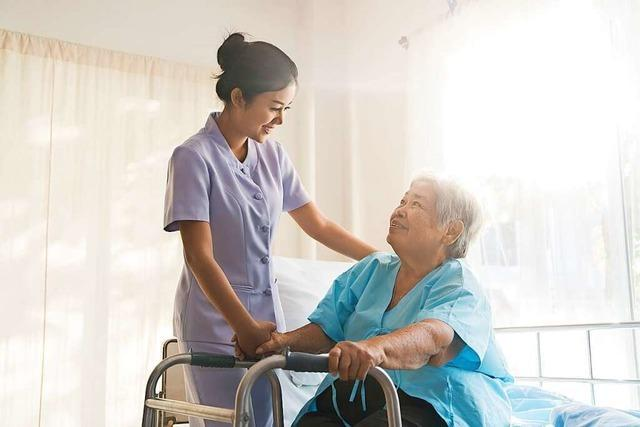 Mehr Personal für Altenpflege nötig.