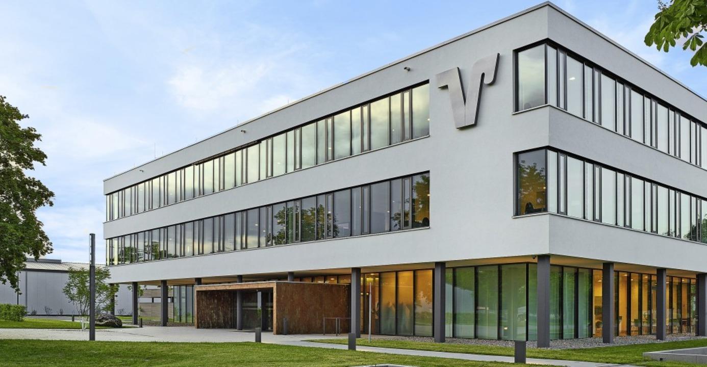 Am Verwaltungssitz der Volksbank Breis...Volksbanken Müllheim und Breisgau-Süd.  | Foto: Volksbank Breisgau-Markgräflerland