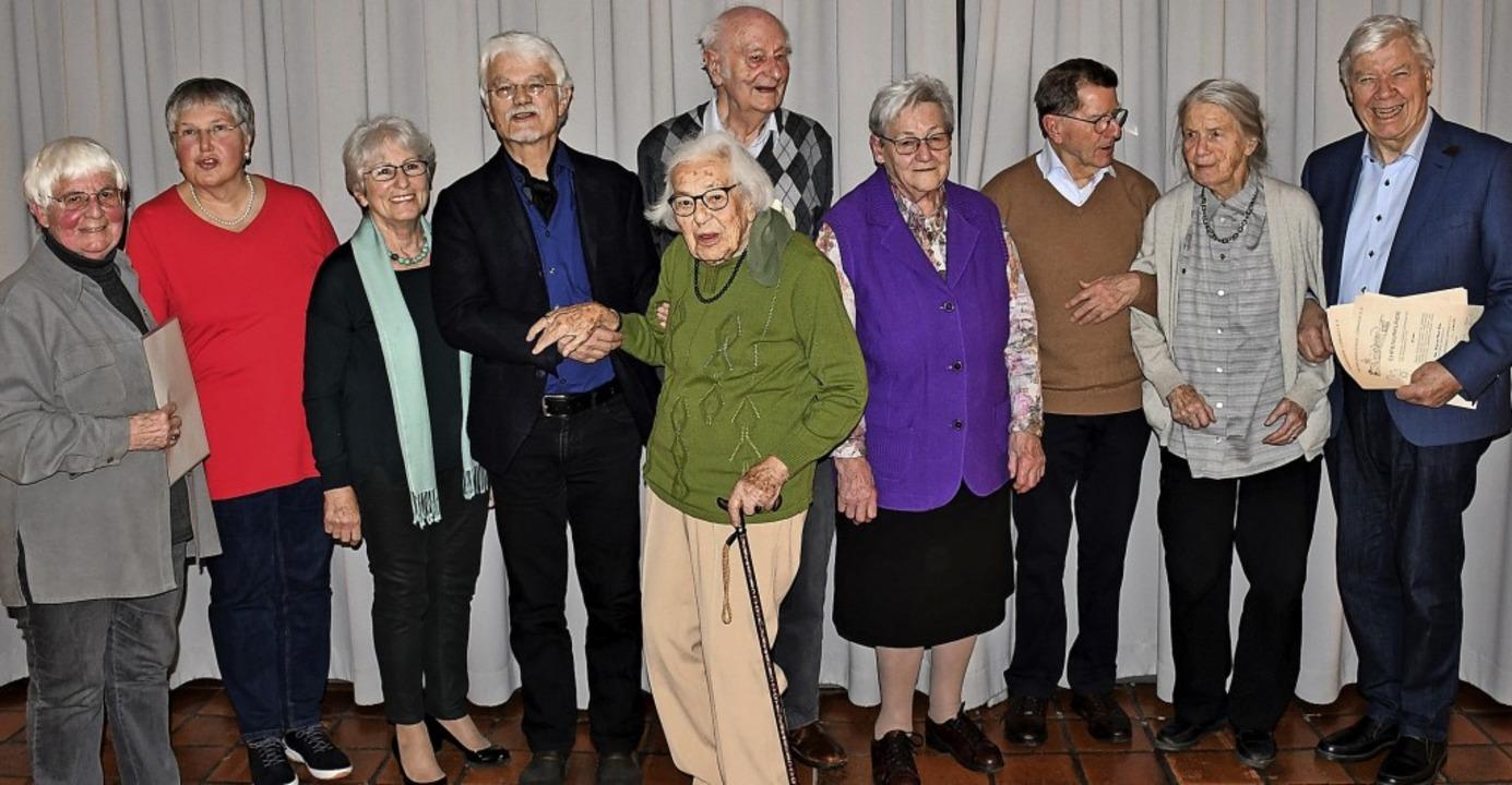 Die Geehrten, umringt von Inge Gula und Heinrich Benner aus dem Vorstand.     Foto: Barbara Ruda
