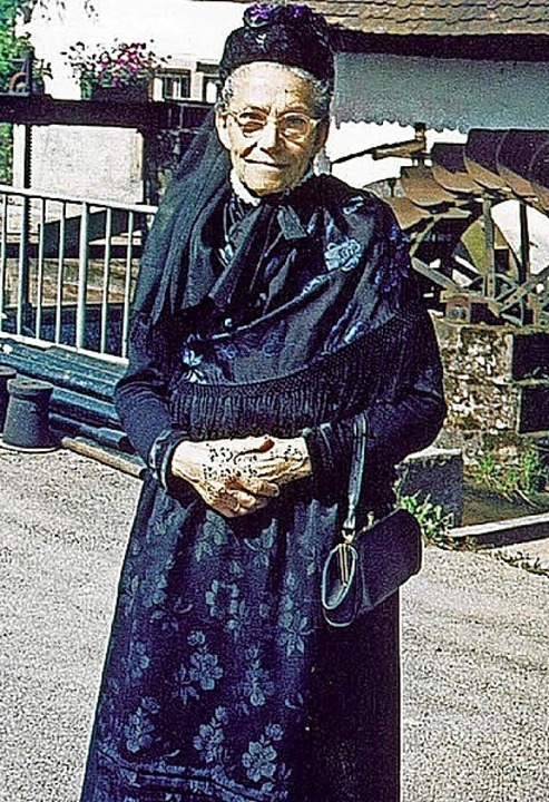 Berta Himmelsbach (Anfang  1980er Jahre) in Schuttertäler Tracht    Foto: Repro Beate Zehnle-Lehmann
