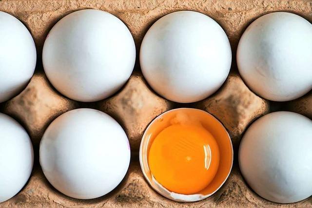Ein Breitnauer Landwirt verkauft seine Eier jetzt im Foyer eines Finanzinstituts