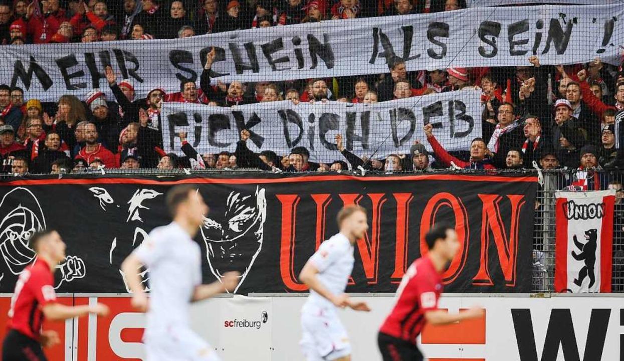 Die Fans positionierten sich klar gegen den DFB.  | Foto: Patrick Seeger (dpa)
