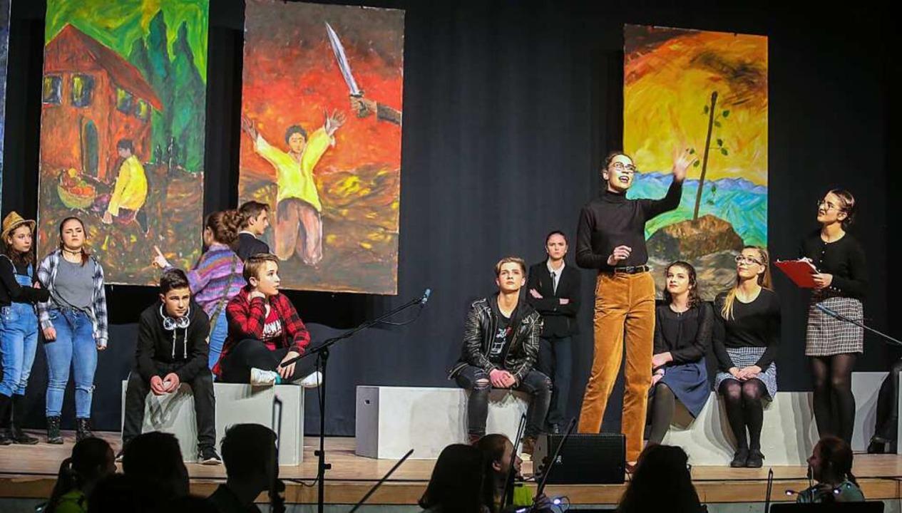 Schülerinnen und Schüler verschiedener...senstufen wirkten bei dem Projekt mit.  | Foto: Sandra Decoux-Kone