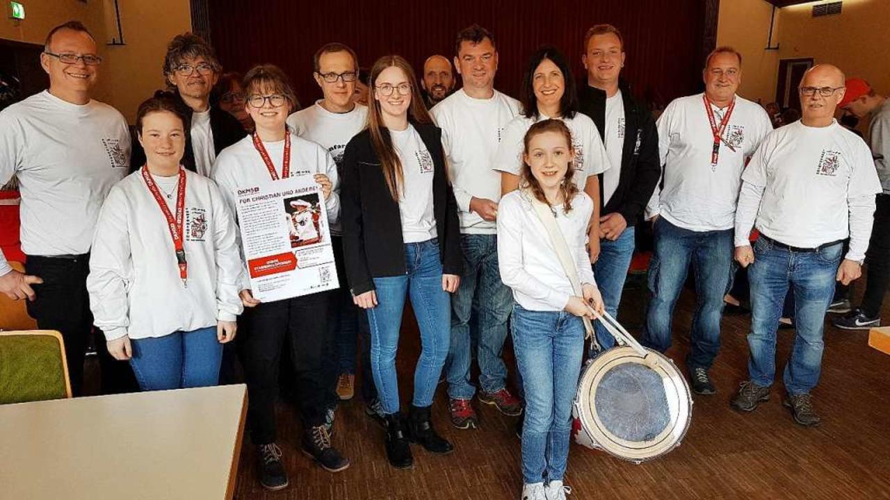 Die 38 Mitglieder des Fanfarenzuges rü...ie Werbetrommel für die Spendenaktion.  | Foto: Gerald Nill
