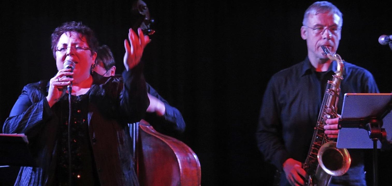 Alle Facetten ihres musikalischen Könn...Tonding) am Freitag im Schlosskeller.   | Foto: Georg Voß