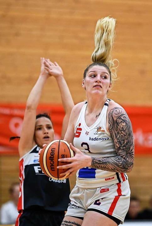 Harme und Haare hoch: Samantha Fuehrin...C und von Nördlingen  kaum zu stoppen.  | Foto: Patrick Seeger