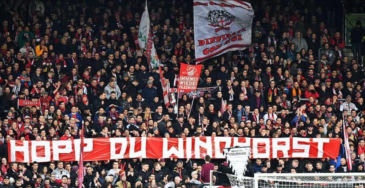 Fanprotest in Freiburg beim Spiel gegen Union Berlin.  | Foto: Achim Keller