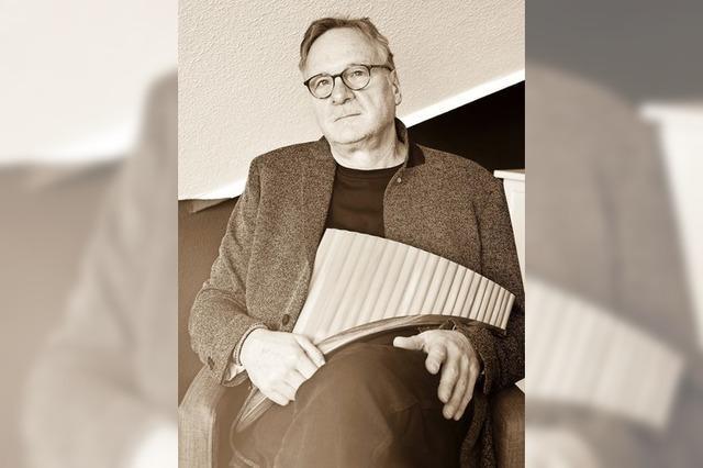 Panflötist Heinz Georg Häßle spielt Konzert